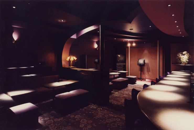 クラブすずらん: 歌一洋建築研究所が手掛けたオフィススペース&店です。