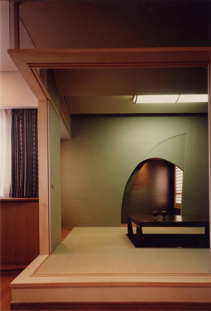 住宅: 歌一洋建築研究所が手掛けたオフィススペース&店です。