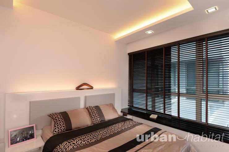 Kovan Residence :  Living room by urban habitat