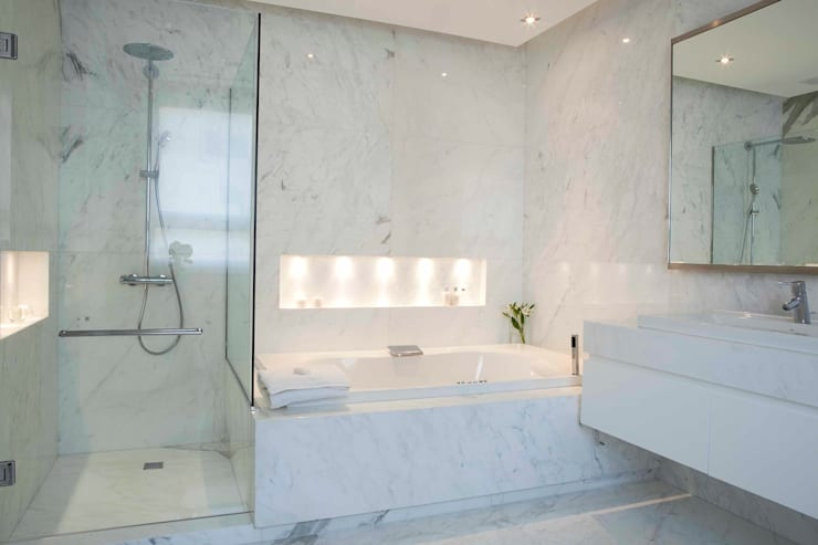 modern Bathroom by LIVE IN
