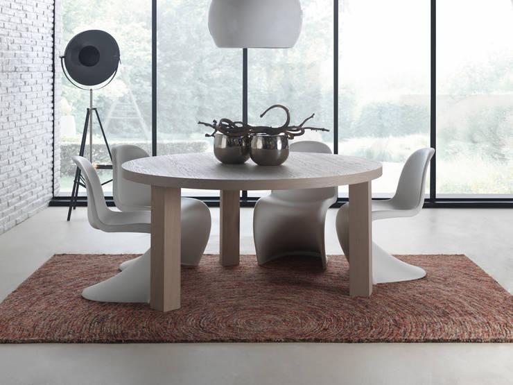 Table Concept ronde: Salle à manger de style  par Neo Cocoon