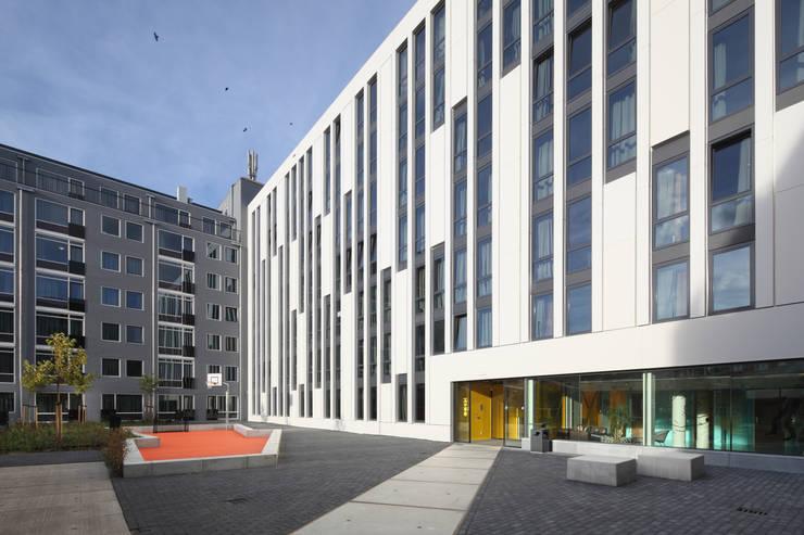 Studentenhotel Den Haag:  Hotels door HVE Architecten bv, Modern