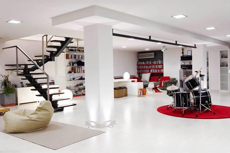 CASA DALANZA: Salones de estilo moderno de FANSTUDIO__Architecture & Design