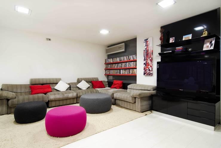 CASA DALANZA: Salones de estilo  de FANSTUDIO__Architecture & Design