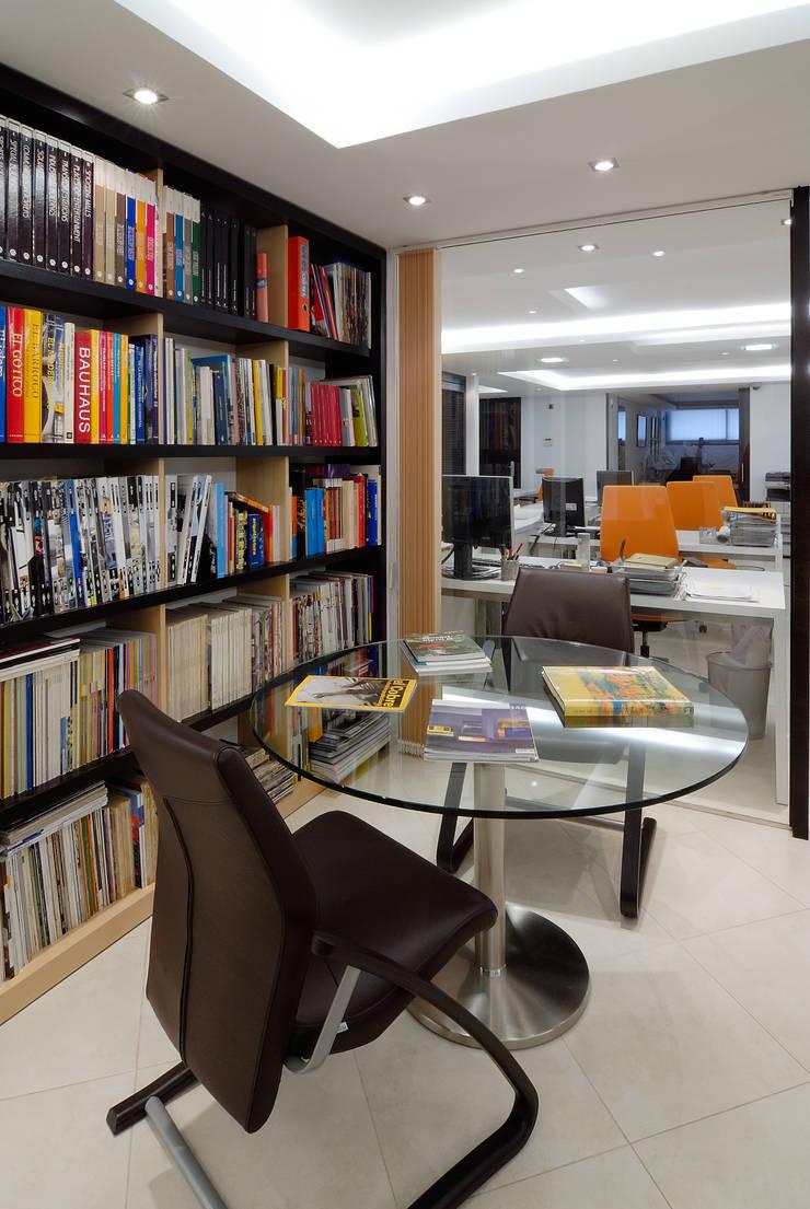 OFICINAS FANSTUDIO: Oficinas y Tiendas de estilo  de FANSTUDIO__Architecture & Design