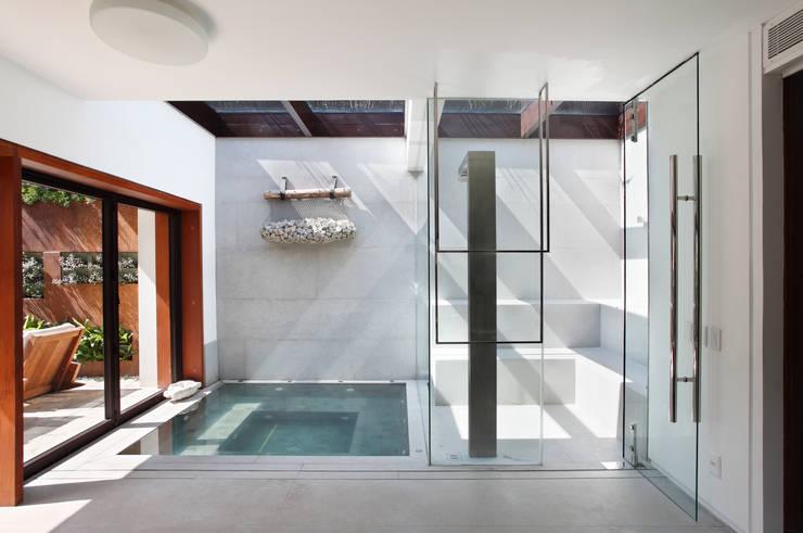 Casas modernas por Gisele Taranto Arquitetura