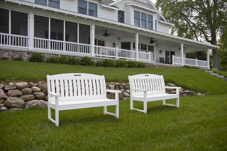 CASA BRUNO bancos de jardín Nautical blancos: Jardín de estilo  de Casa Bruno American Home Decor