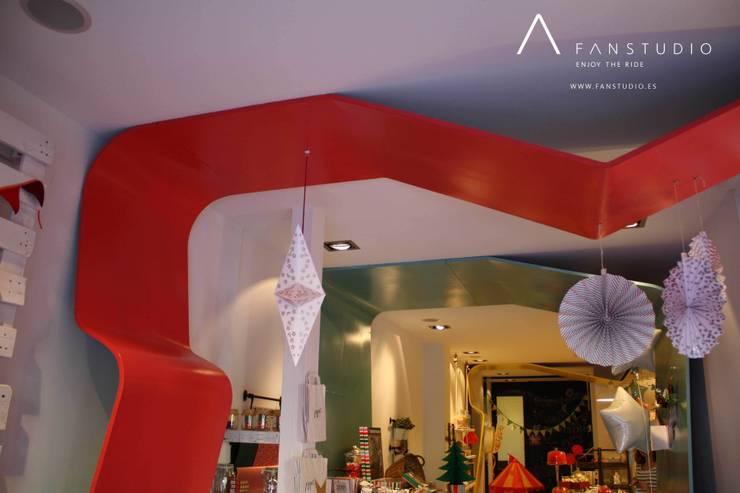 TIENDA PIPPAS STORE: Oficinas y Tiendas de estilo  de FANSTUDIO__Architecture & Design
