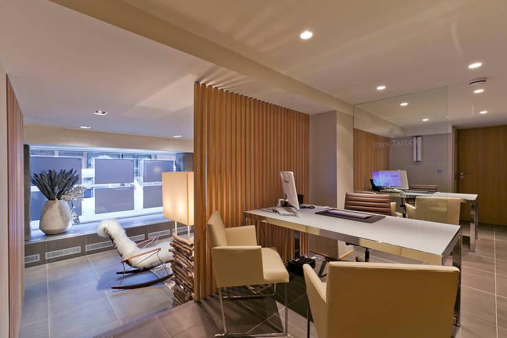 Agence Immobilière – Courchevel – 2011: Bureau de style  par leslie gauthier