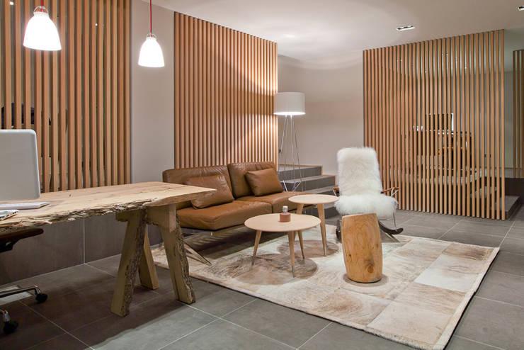 Agence Immobilière - Courchevel - 2011: Bureau de style  par leslie gauthier