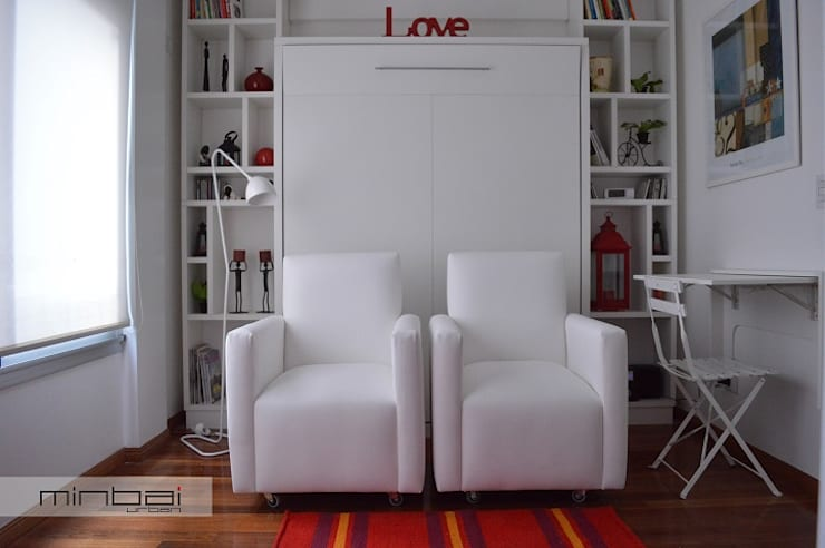 28 m2 : Cama rebatible + biblioteca.: Estudio de estilo  por MINBAI