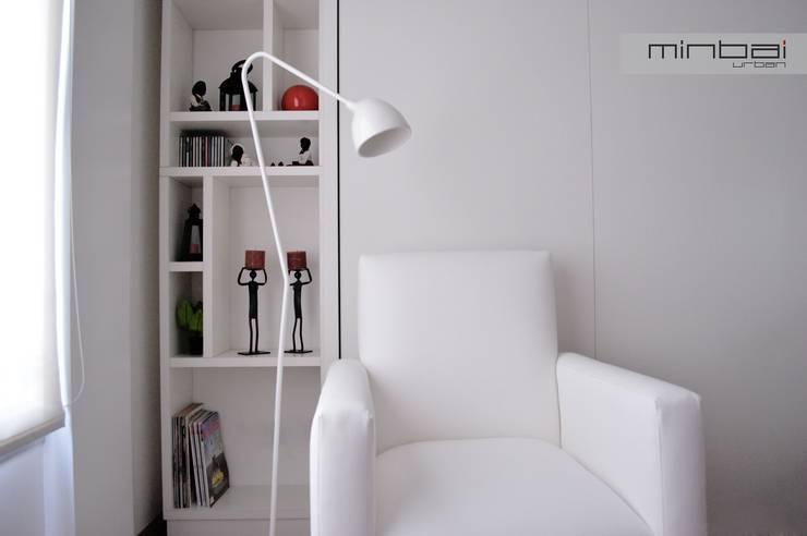 28 m2, estudio-vivienda + consultorio-oficina.: Estudio de estilo  por MINBAI