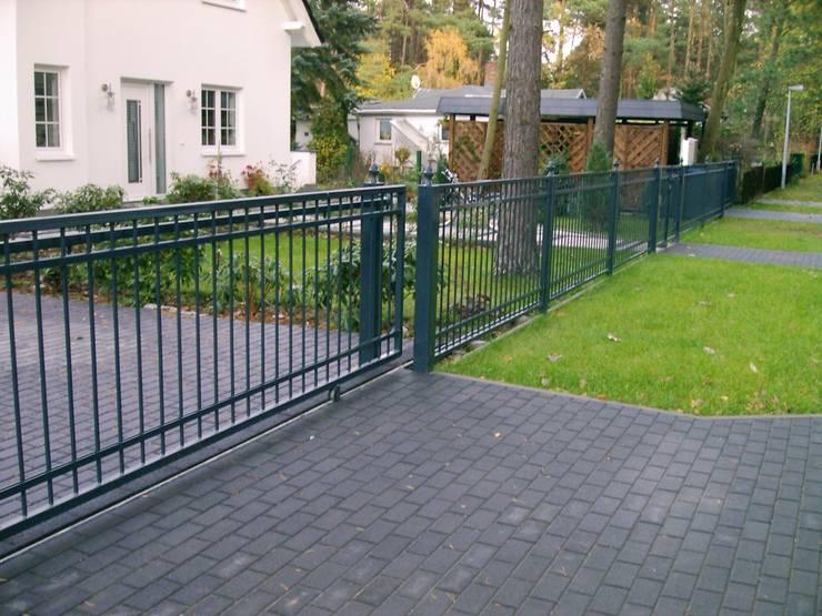 Zaun Modell Berlin:  Garten von Zaunfactory - Zäune & Tore
