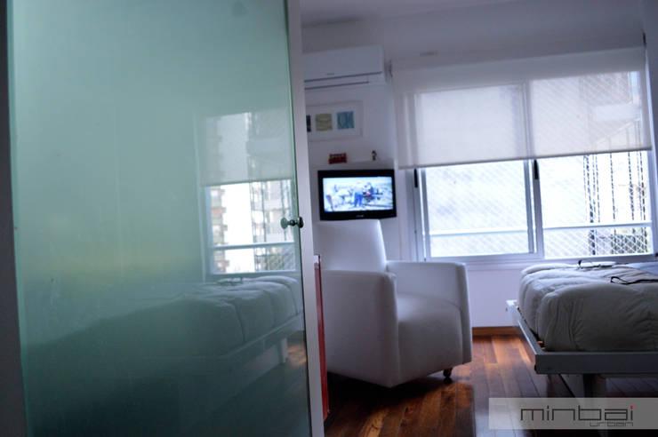 28 m2, oficina + estudio.: Estudio de estilo  por MINBAI
