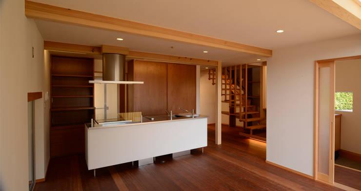鮎ヶ丘の家: シェド建築設計室が手掛けた折衷的なです。,オリジナル
