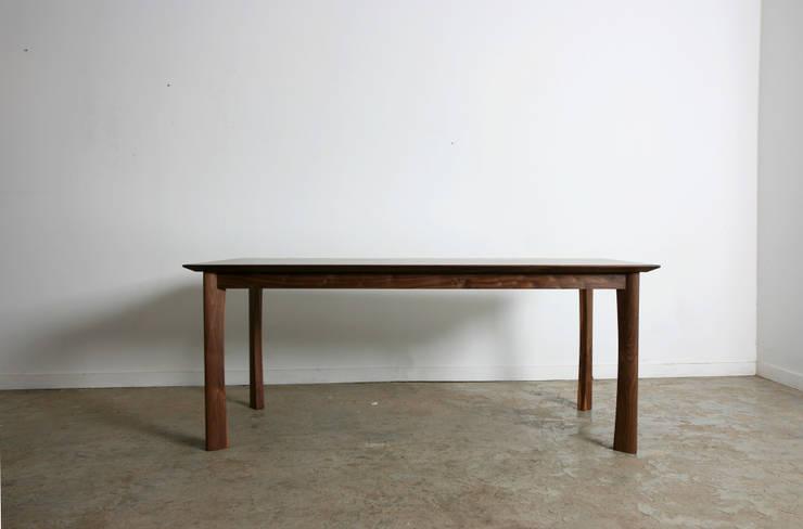 Leg table: JEONG JAE WON Furniture 정재원 가구의  주방