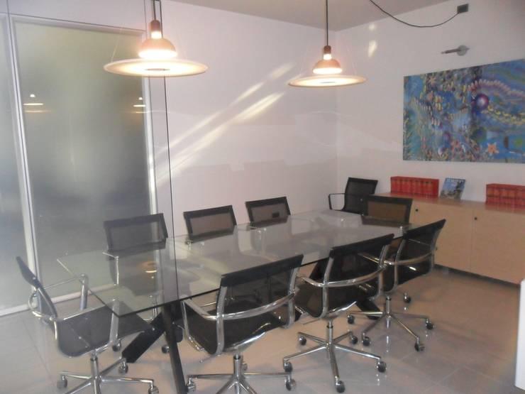 sala riunioni DOPO:  in stile  di ELLE HOMESTAGING, Moderno