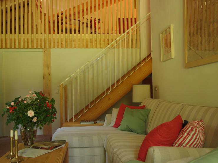 Bed & Breakfast nelle adiacenze di villa Tron Mioni: Case in stile  di Alberto Garzotto Architetto, Rurale