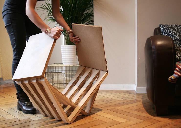 tabouret en bois: Salon de style  par Louise Malé-Mole