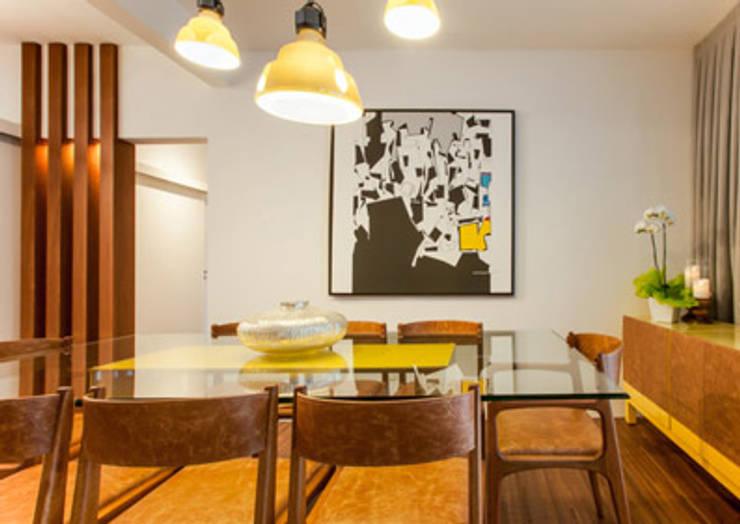 Amaury – São Paulo: Salas de jantar  por TICIANA BADRA ARQUITETURA E INTERIORES