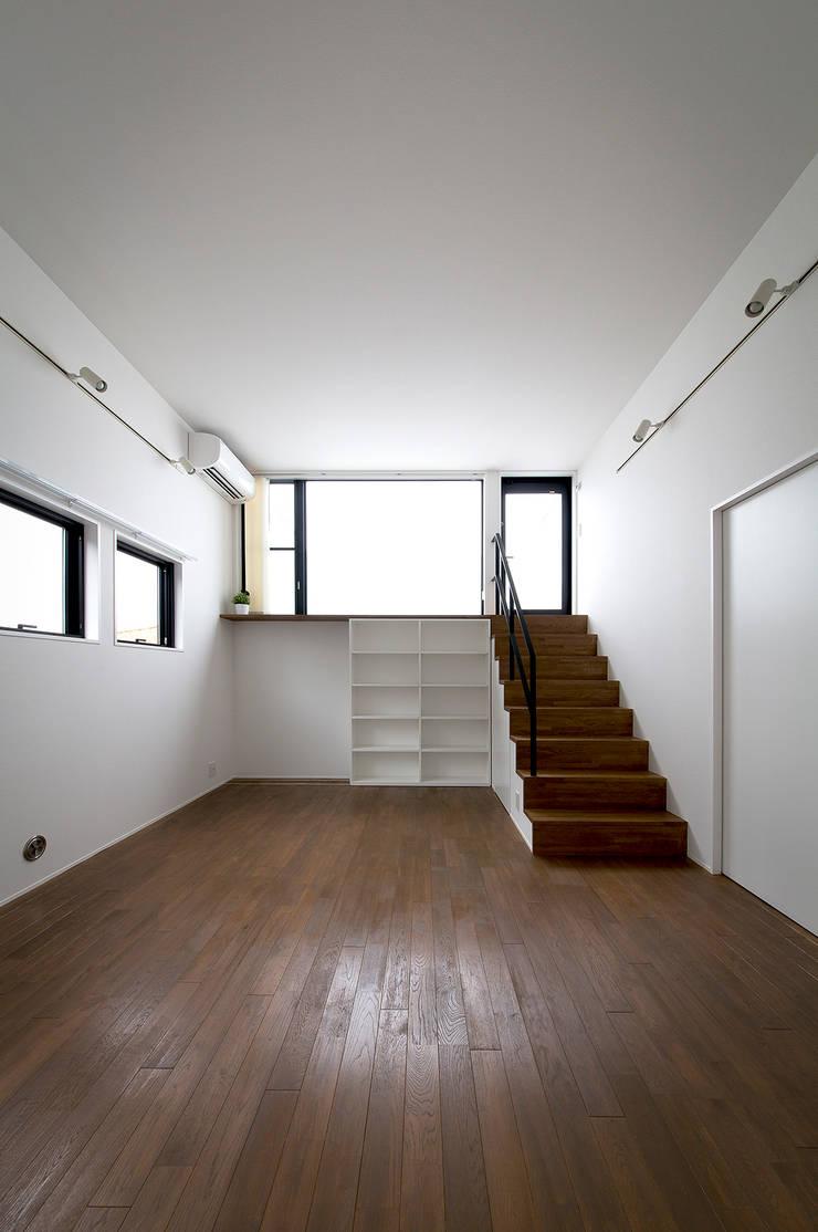 ノスタルジックグリーンハウス: ラブデザインホームズ/LOVE DESIGN HOMESが手掛けたリビングです。