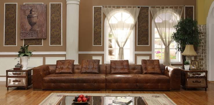 Vintage Leather Sofa :  Living room by Locus Habitat