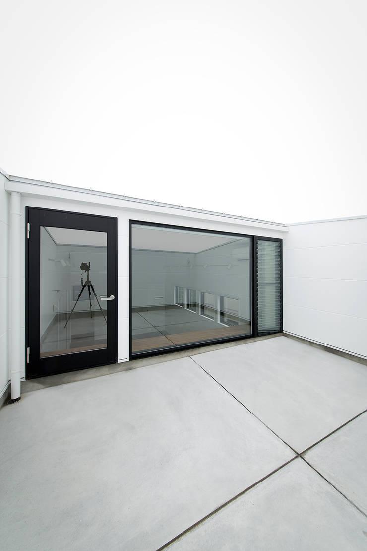 ノスタルジックグリーンハウス: ラブデザインホームズ/LOVE DESIGN HOMESが手掛けたテラス・ベランダです。