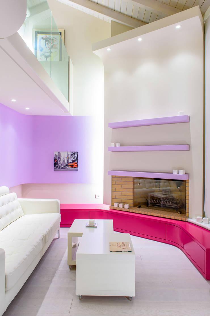 Barbies' House!: Case in stile  di Minelli   Architetto,