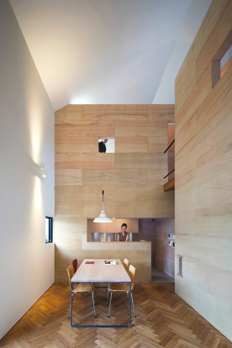 リビング: 川添純一郎建築設計事務所が手掛けたリビングです。,