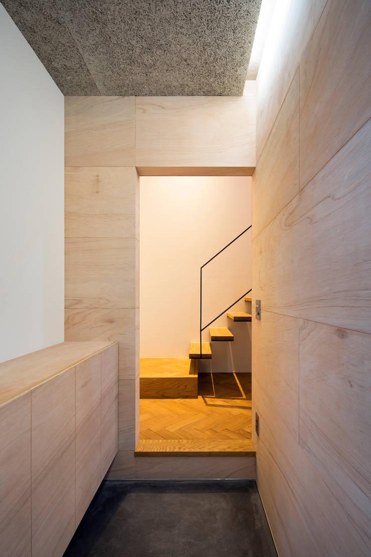 玄関: 川添純一郎建築設計事務所が手掛けた廊下 & 玄関です。