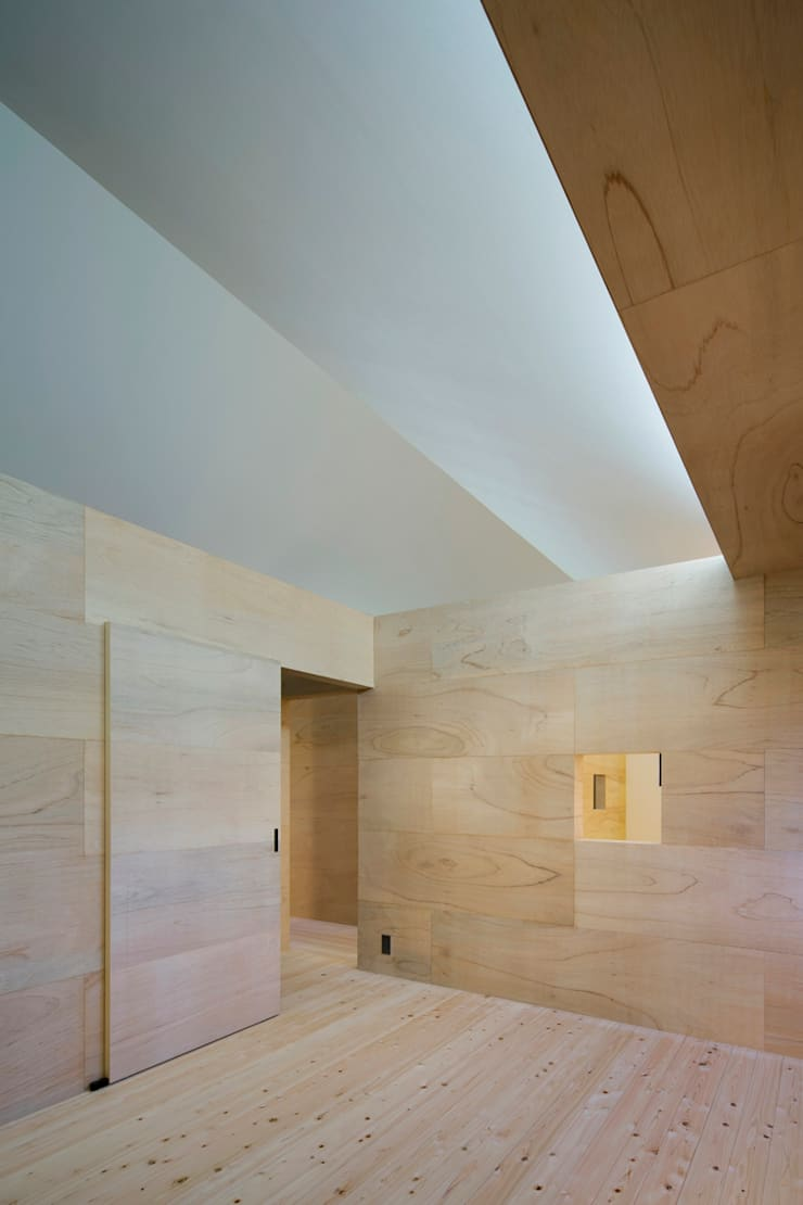 寝室: 川添純一郎建築設計事務所が手掛けた和室です。