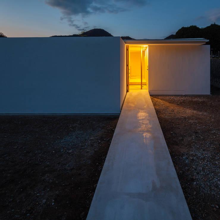 外観夜景: 川添純一郎建築設計事務所が手掛けた家です。