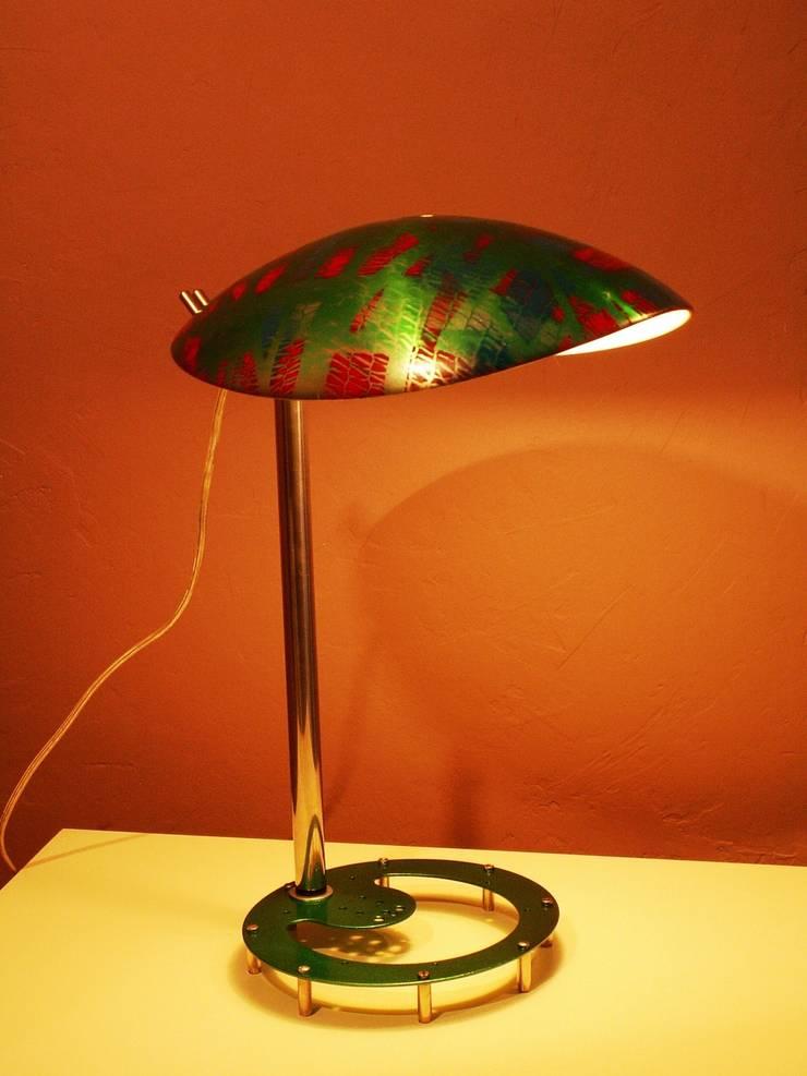 TATOU LIGHT: Maison de style  par Michel Rouveure Lumière