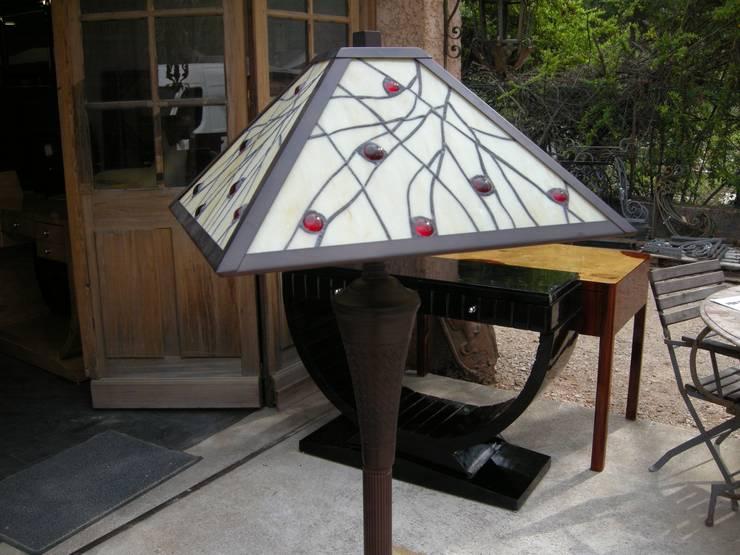 LAMPADAIRE ART DECO TIFFANY DALLAS: Maison de style  par D'ART ET DECO