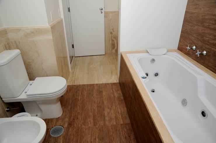 Baños de estilo  por Viviane Dinamarco Design de Interiores