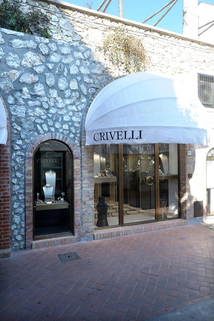 """Boutique Crivelli – Capri :  in stile {:asian=>""""asiatico"""", :classic=>""""classico"""", :colonial=>""""coloniale"""", :country=>""""In stile Country"""", :eclectic=>""""eclettico"""", :industrial=>""""industriale"""", :mediterranean=>""""mediterraneo"""", :minimalist=>""""minimalista"""", :modern=>""""moderno"""", :rustic=>""""rustico"""", :scandinavian=>""""scandinavo"""", :tropical=>""""tropicale""""} di Studio Concept,"""