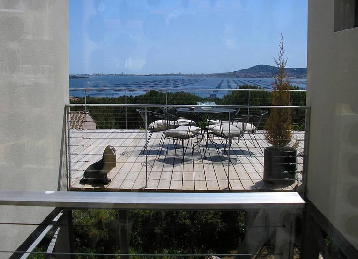 Vue sur l'étang de Thau: Maisons de style  par Hamerman Rouby Architectes