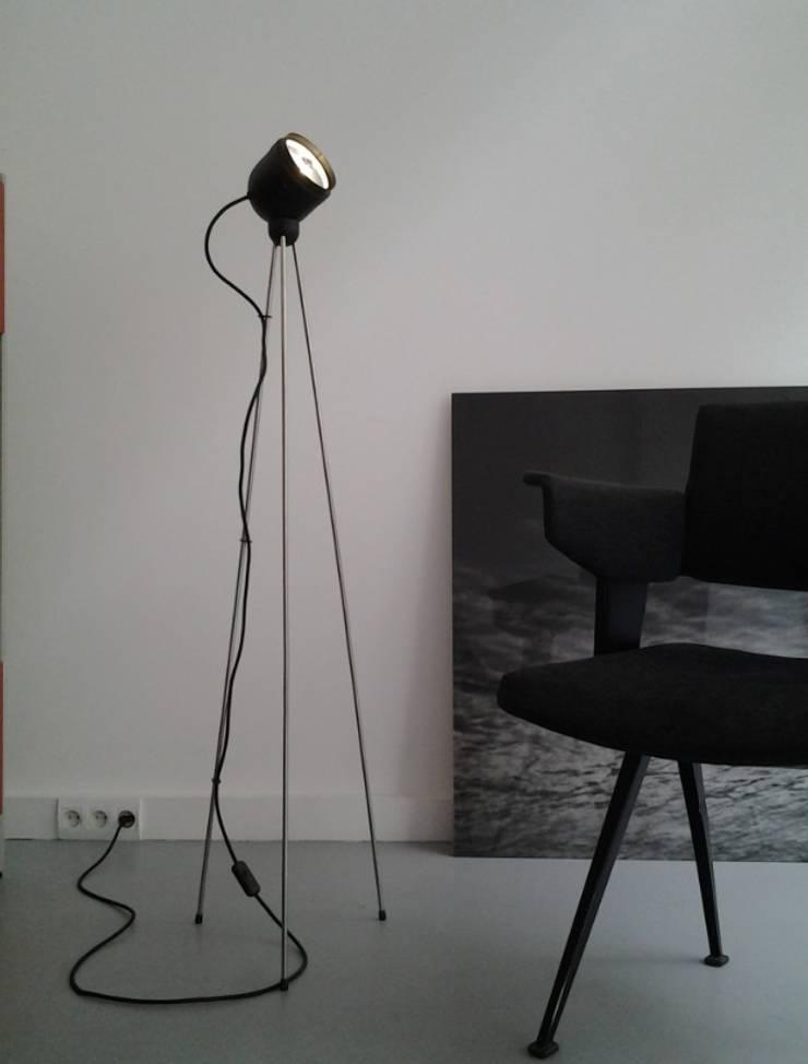 Tripod Liseuse / lampadaire Led Azymuth industrie: Maison de style  par Ledseco