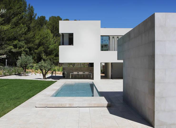 Piscine: Piscines  de style  par Hamerman Rouby Architectes