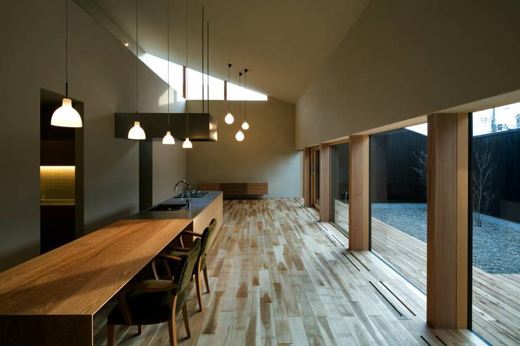 オオヤネコート: 有限会社TAO建築設計が手掛けたキッチンです。