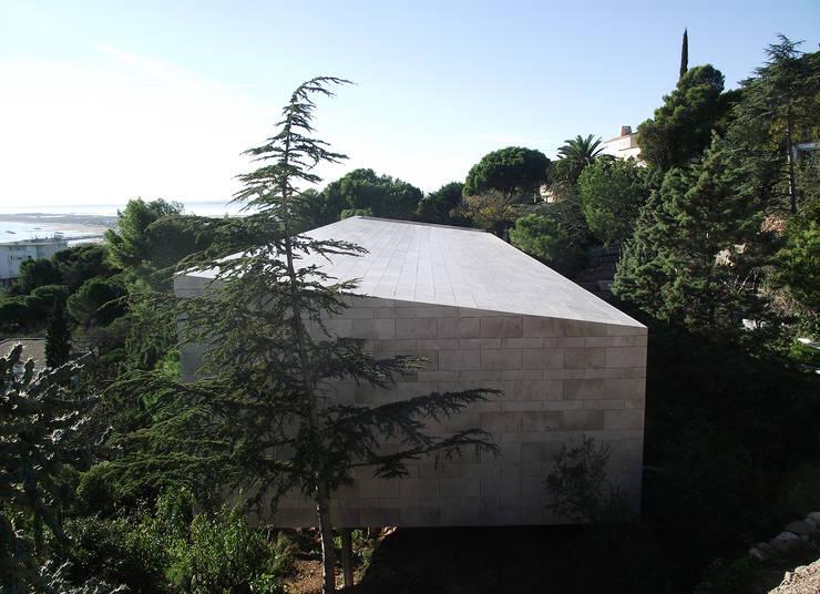 Façade est: Maisons de style  par Hamerman Rouby Architectes