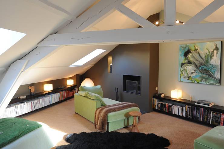 Loft dans un ancien entrepôt : Chambre de style  par Agence d'architecture intérieure Laurence Faure