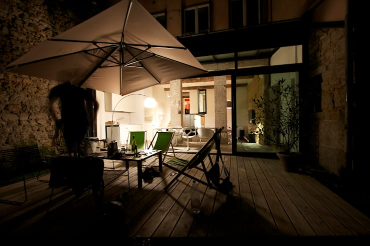 Loft france: Terrasse de style  par New Home Agency