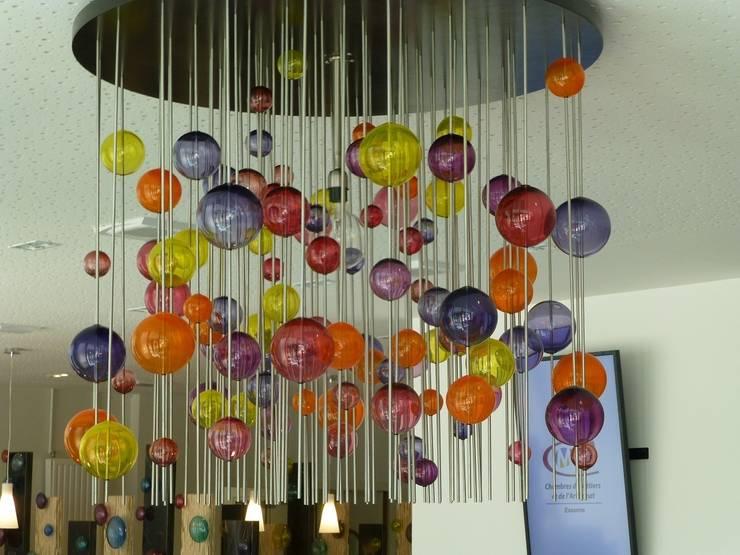 décoration d'un hall d'accueil: Bureaux de style  par Verrerie de soisy sur ecole