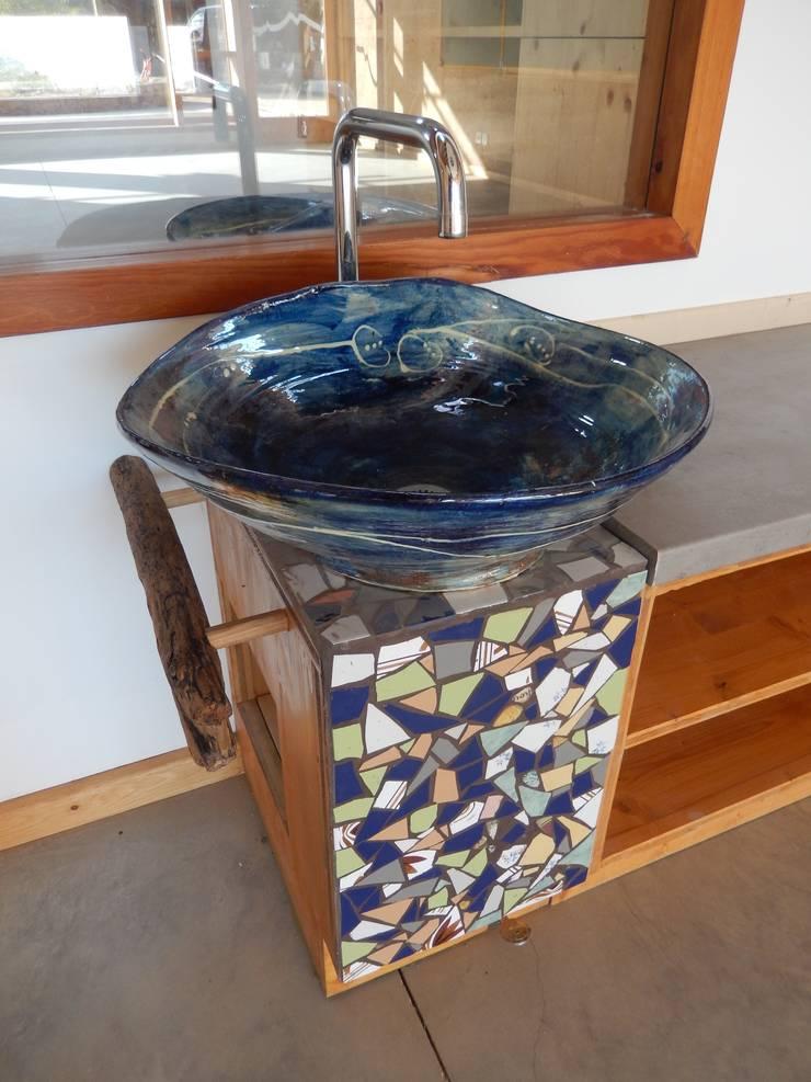 vasque d'interieur: Salle de bain de style  par FRANCOISE REBORD