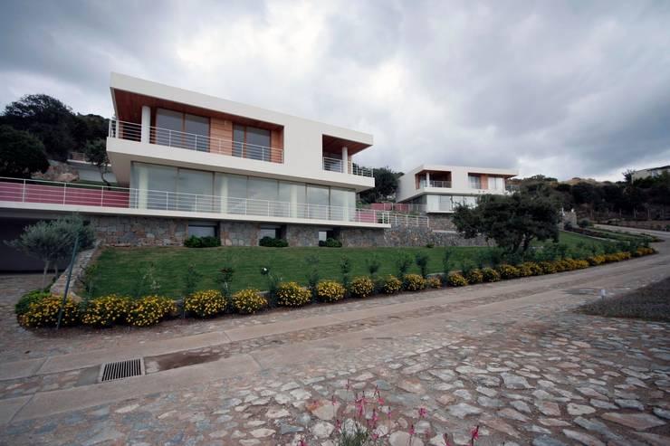 HANDE KOKSAL INTERIORS – House C3 - C3 Evi: modern tarz Evler