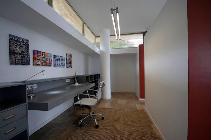 HANDE KOKSAL INTERIORS – House C3 – C3 Evi:  tarz Çalışma Odası