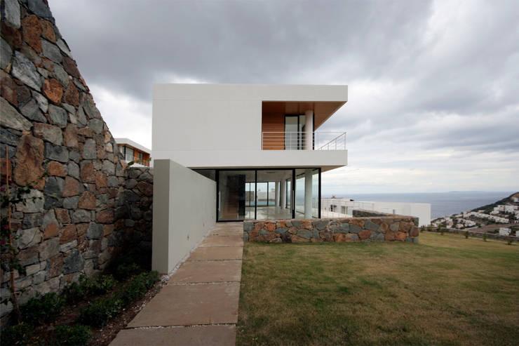 Houses by HANDE KOKSAL INTERIORS