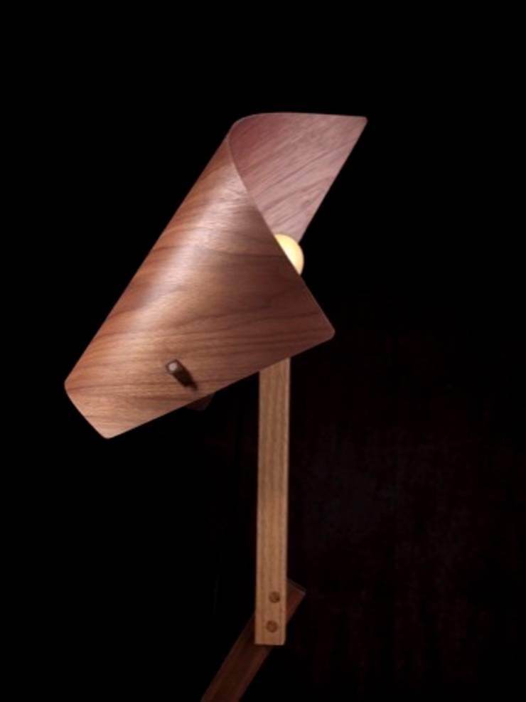 Luminaire <q>SPIRAL</q>: Maison de style  par Atelier Jerome Dayot