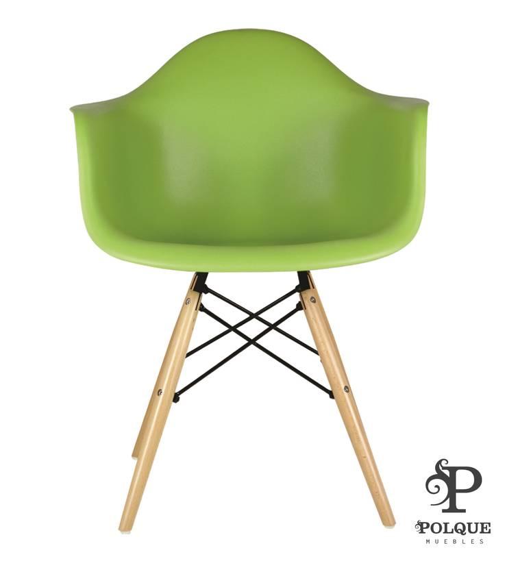Silla DINA verde: Salones de estilo  de Mobiliario y Decoración